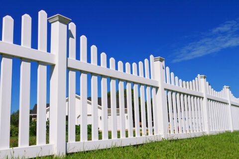 how long does a vinyl fence last